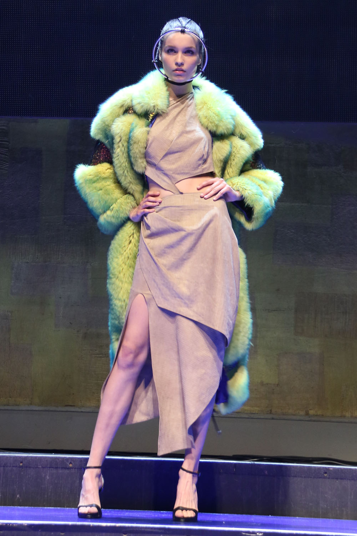 colourclub-fashionblog-netzwerke-onlinemagazine-fashion-entree-vienna-opera-liska-modeshow