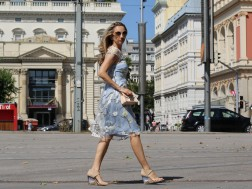 colourclub-outfit-flowerdress-burberry-shoes3