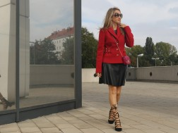 colourclub-outfit-moschino-blazer-lether-dress