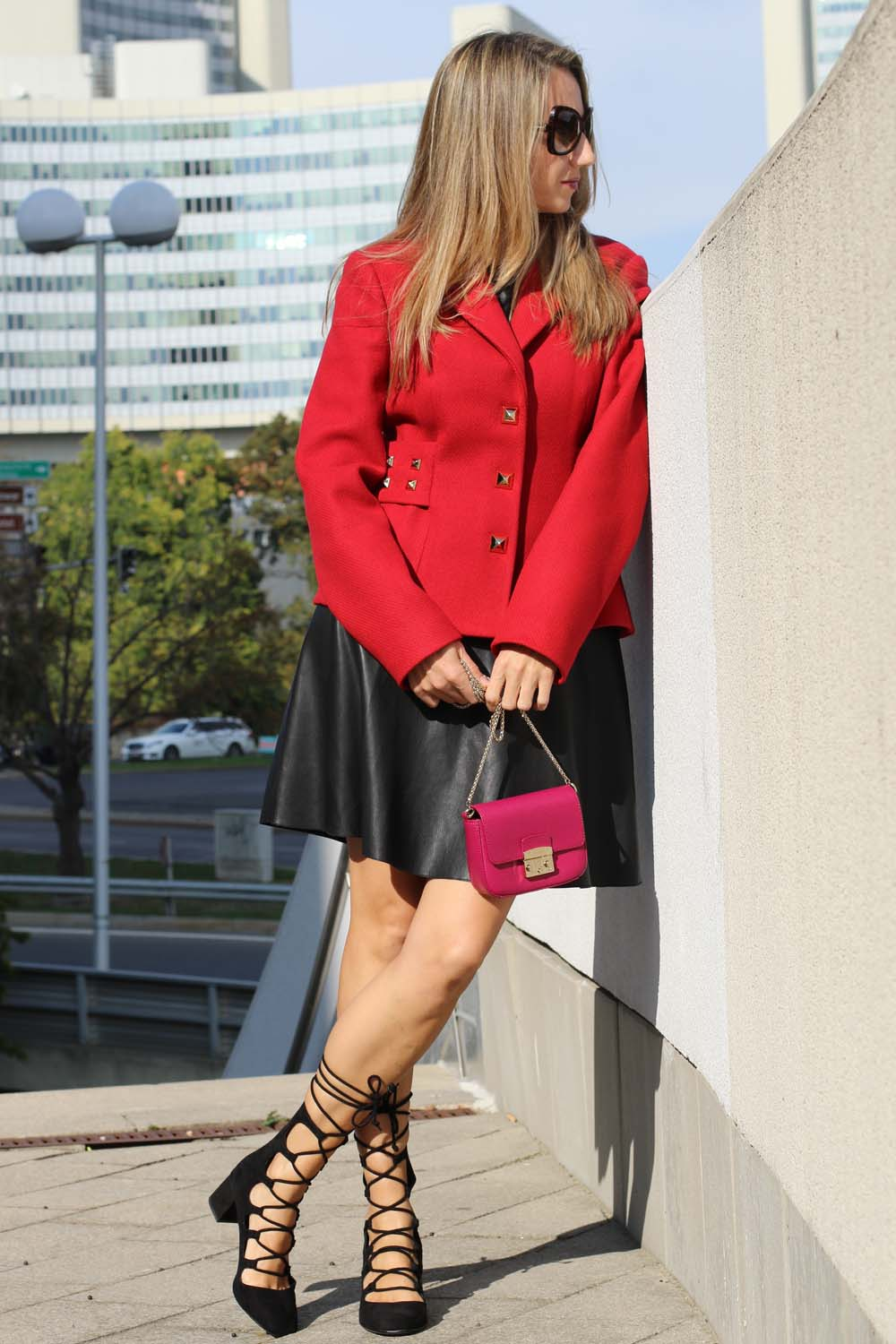colourclub-outfit-moschino-blazer-lether-dress-furla-bag2