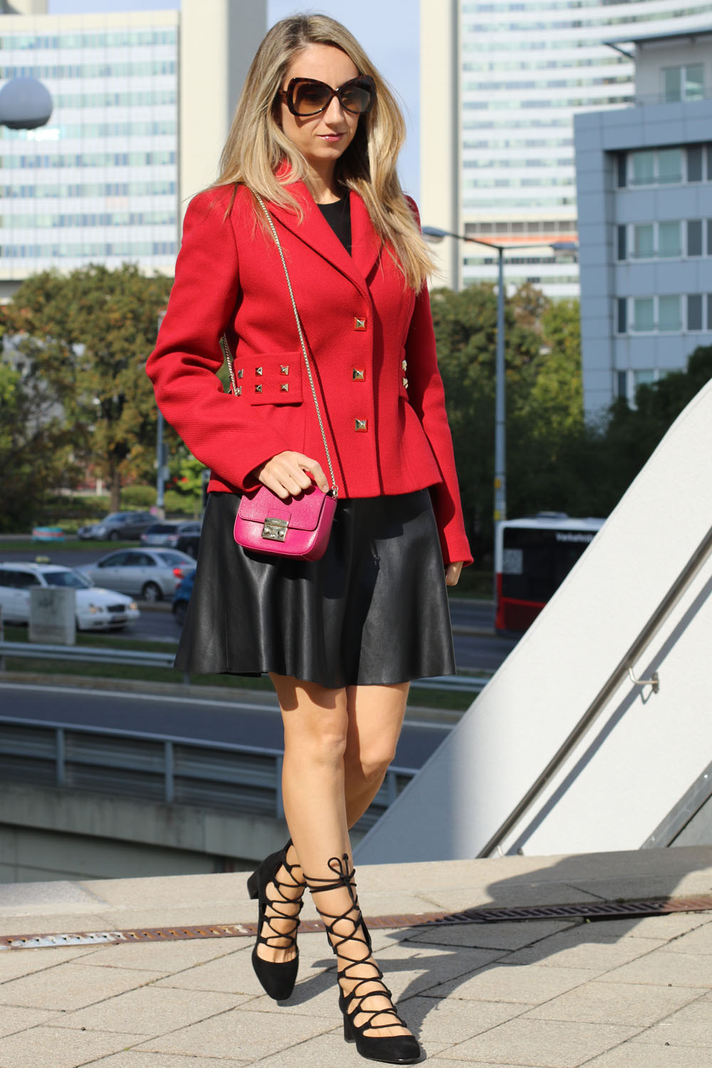 colourclub-outfit-moschino-blazer-lether-dress15