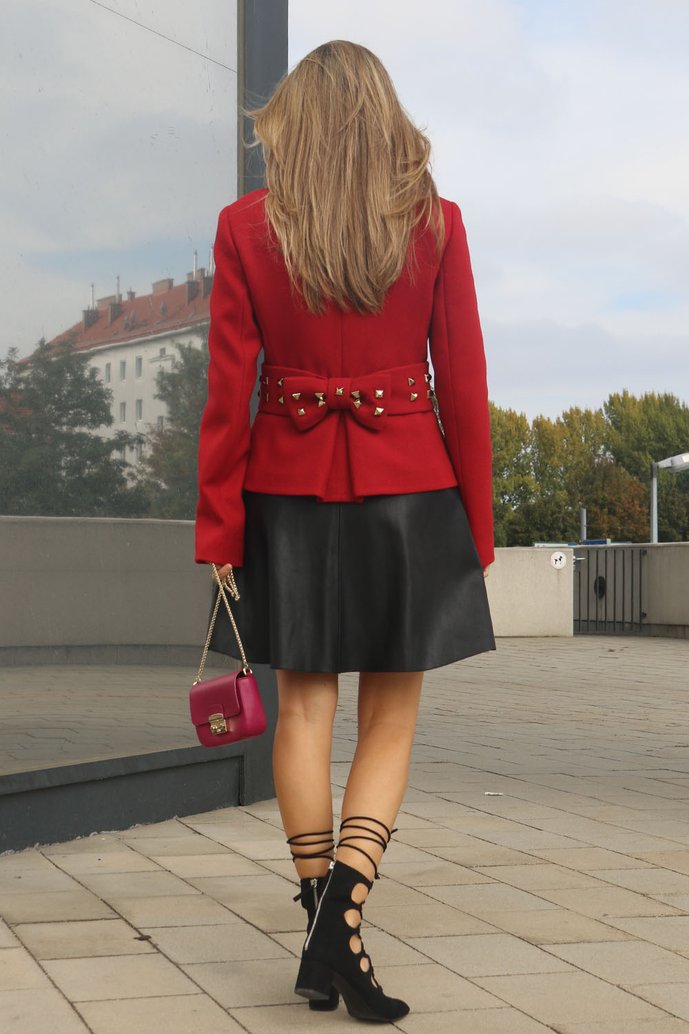 colourclub-outfit-moschino-blazer-lether-dress3