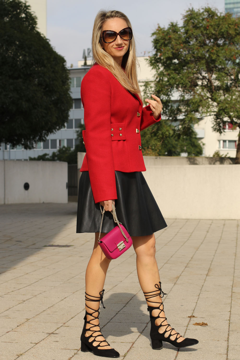 colourclub-outfit-moschino-blazer-lether-dress6
