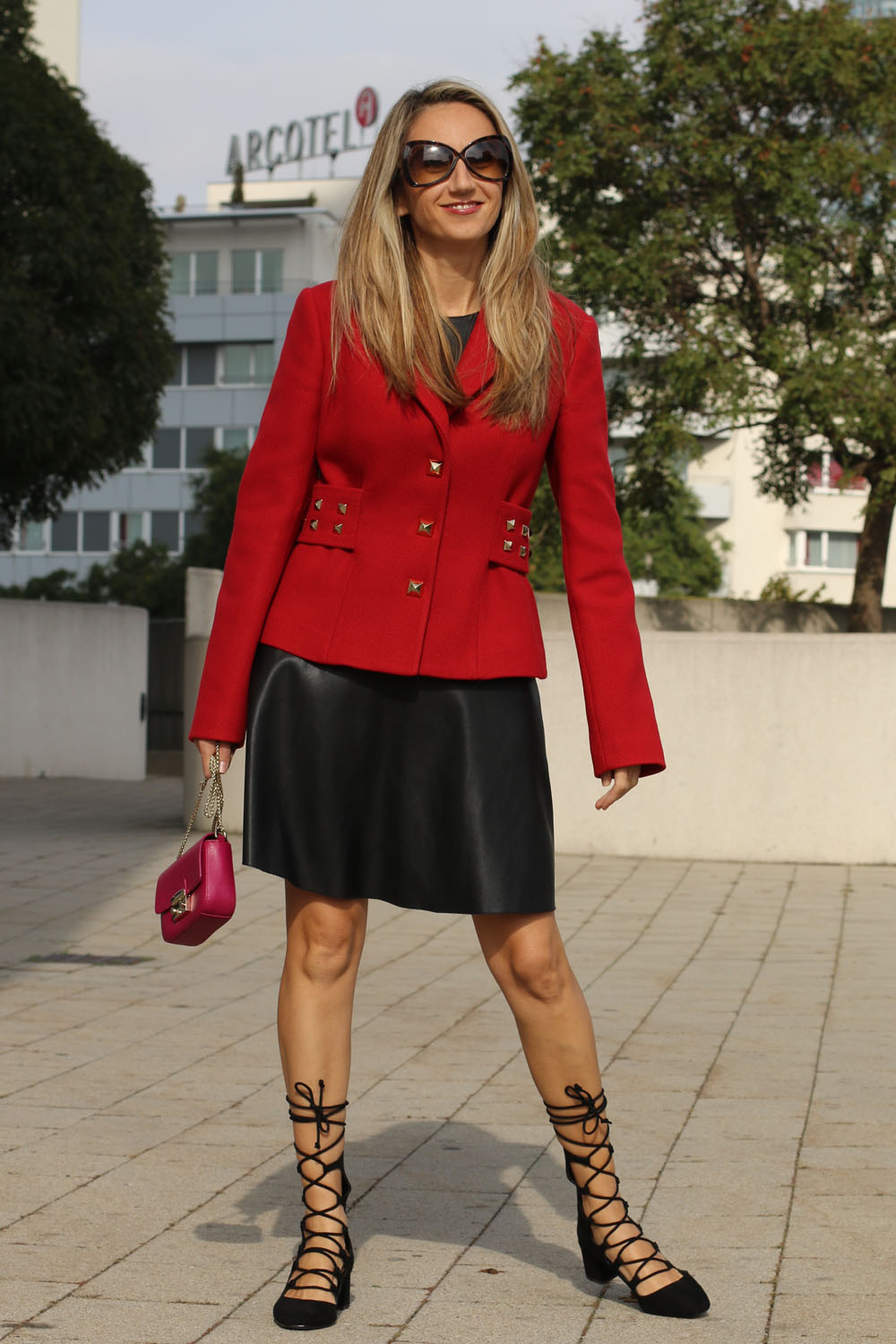 colourclub-outfit-moschino-blazer-lether-dress7