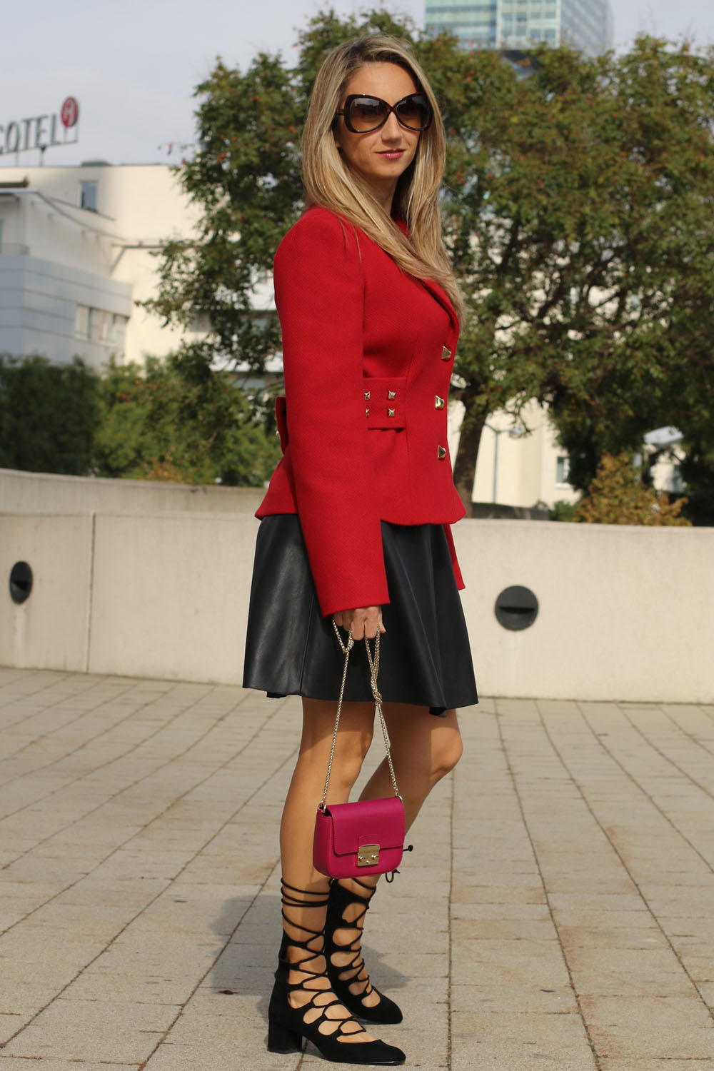 colourclub-outfit-moschino-blazer-lether-dress8