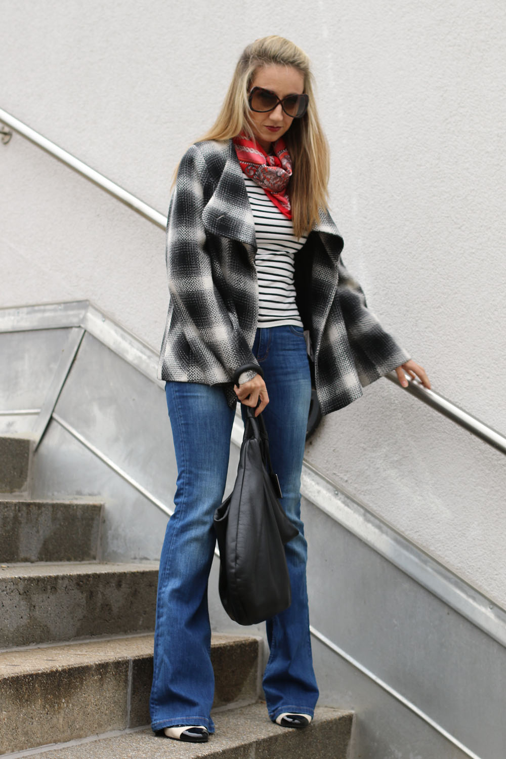 colourclub-schlaghose-trend-flared-jeans-marry-jane-pumps-stripes-shirt4