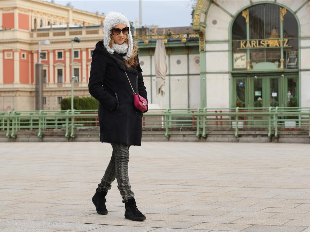 colourclub-black-coat-furla-metropolis-bag1