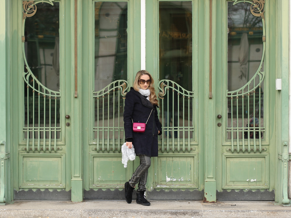 colourclub-black-coat-furla-metropolis-bag2