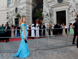 colourclub-fete-imperiale-outfit-flossmann-off-shoulder-dress-hofburg-viennavball-sommerball-michaelerplatz-7