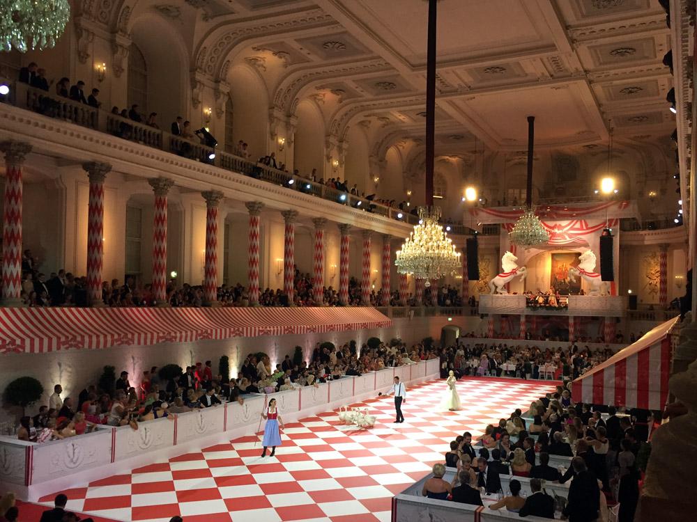 colouclub-fashionblog-fete-imperiale-2016-promis-spanische-hofreitschule-michaelerplatz-red-carpet-vienna-ball-eroeffnung