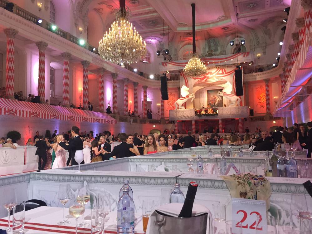 colouclub-fashionblog-fete-imperiale-2016-promis-spanische-hofreitschule-michaelerplatz-red-carpet-vienna-ball-eroeffnung5