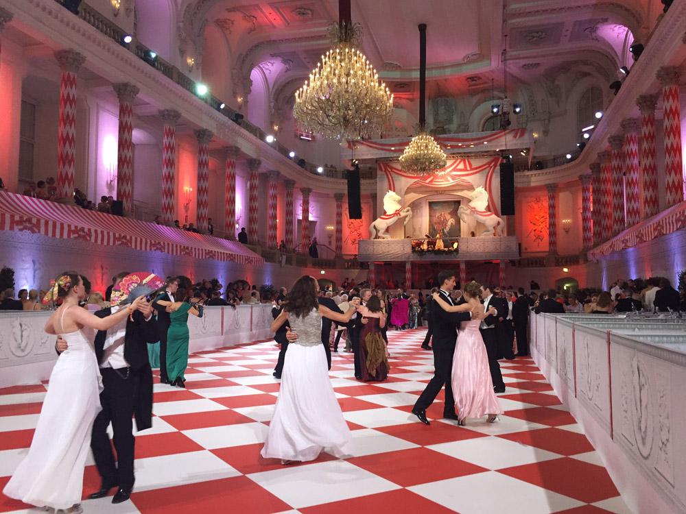 colouclub-fashionblog-fete-imperiale-2016-promis-spanische-hofreitschule-michaelerplatz-red-carpet-vienna-ball-eroeffnung6