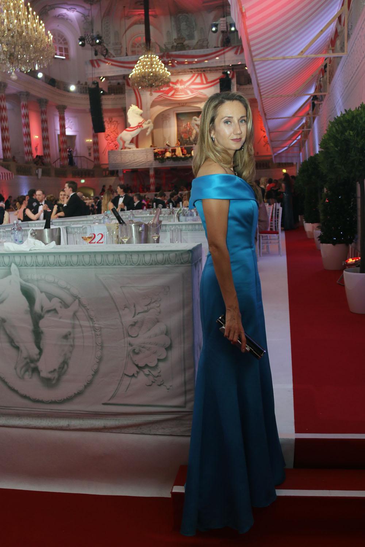 colouclub-fashionblog-fete-imperiale-2016-spanische-hofreitschule-michaelerplatz-red-carpet-ballkleid-flossmann-evening-dress