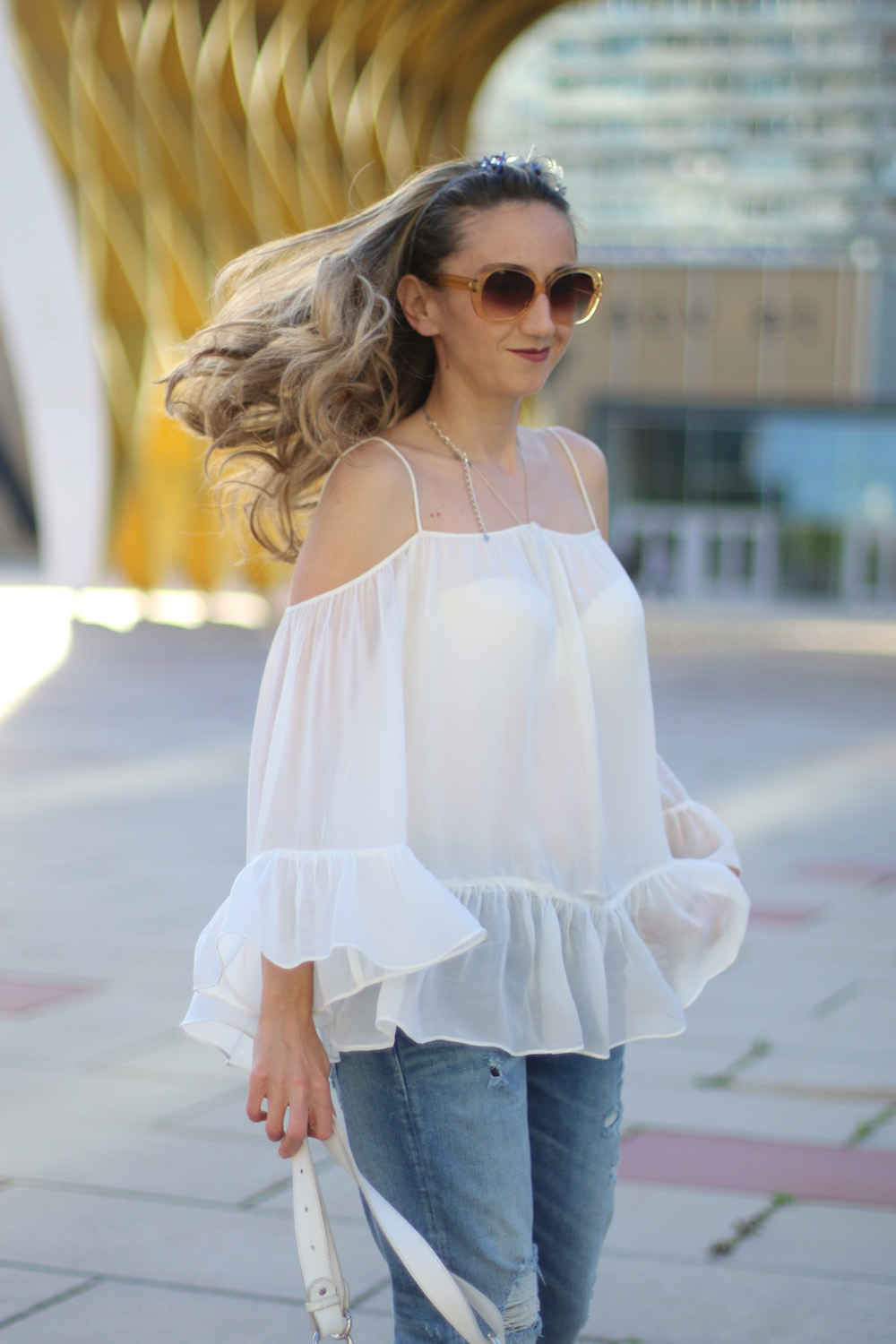 colourclub-fashionblog-outfit-off-the-shoulder-top-jeans-furla-bag-austria-center1