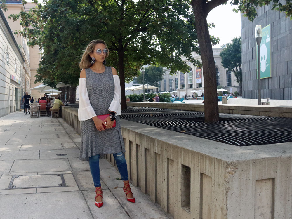 colourclub-fashion-blog-vienna-valentino-pumps-furla-bag-off-shoulder-top-outfit-skinny-jeans-lagenlook-marc-jacobs-sonnenbrille-ornaments-and-lor-jewelery8