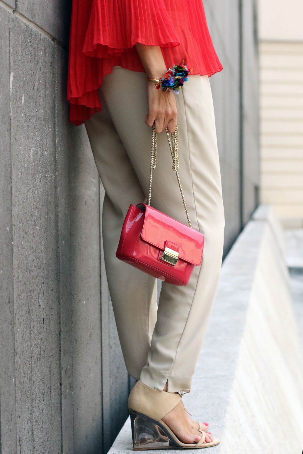 colourclub-modeblog-outfit-off-the-shoulder-top-burberry-shoes-furla-bag-thai-silk-juwelery-ornaments-lor5