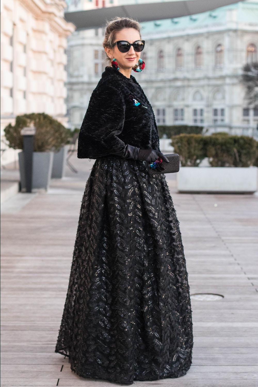 colourclub-fashionblog-outfit-ballkleid-neckholder-dress-ballgiude-miu-miu-sunglasses-vienna-opera-ornaments-lor