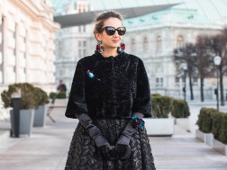 colourclub-fashionblog-outfit-ballkleid-neckholder-dress-ballgiude-miu-miu-sunglasses-vienna-opera-ornaments-lor2
