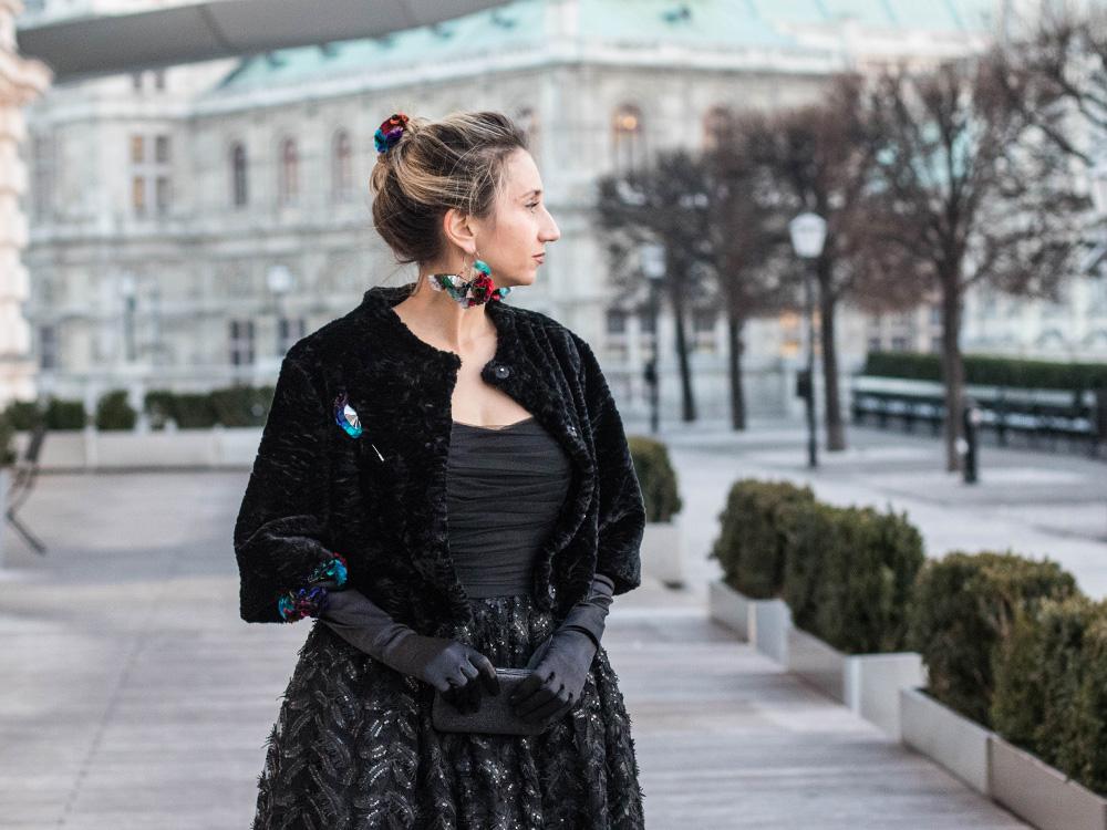 colourclub-fashionblog-outfit-ballkleid-neckholder-dress-ballgiude-miu-miu-sunglasses-vienna-opera-ornaments-lor4