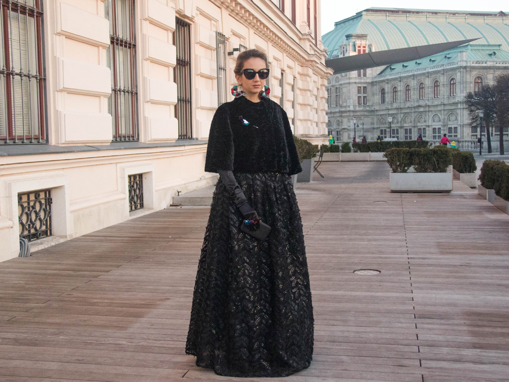 colourclub-fashionblog-outfit-ballkleid-neckholder-dress-ballgiude-miu-miu-sunglasses-vienna-opera