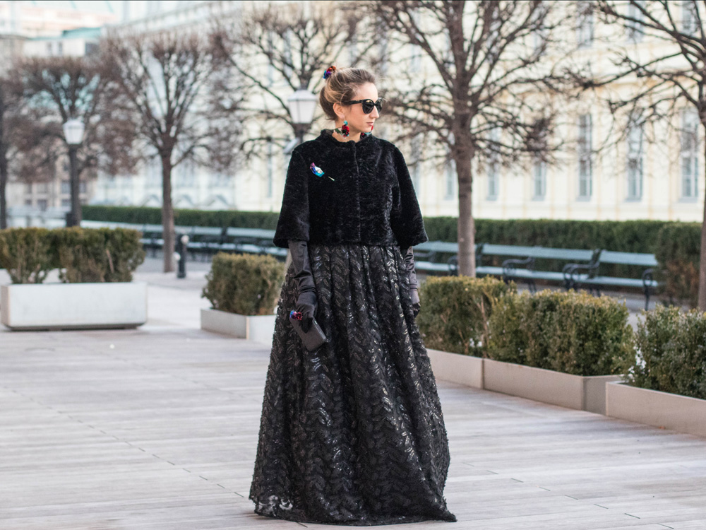 colourclub-fashionblog-outfit-ballkleid-neckholder-dress-ballgiude-miu-miu-sunglasses-vienna-opera3
