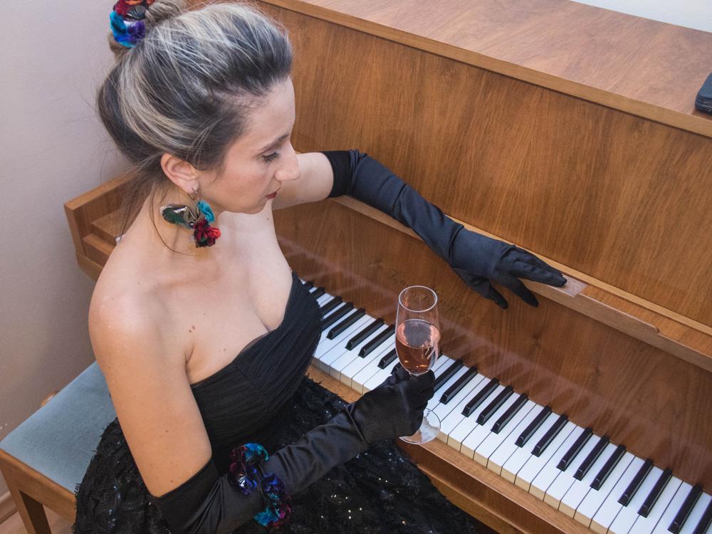 colourclub-fashionblog-outfit-ballkleid-neckholder-dress-ballgiude-ornaments-lor2