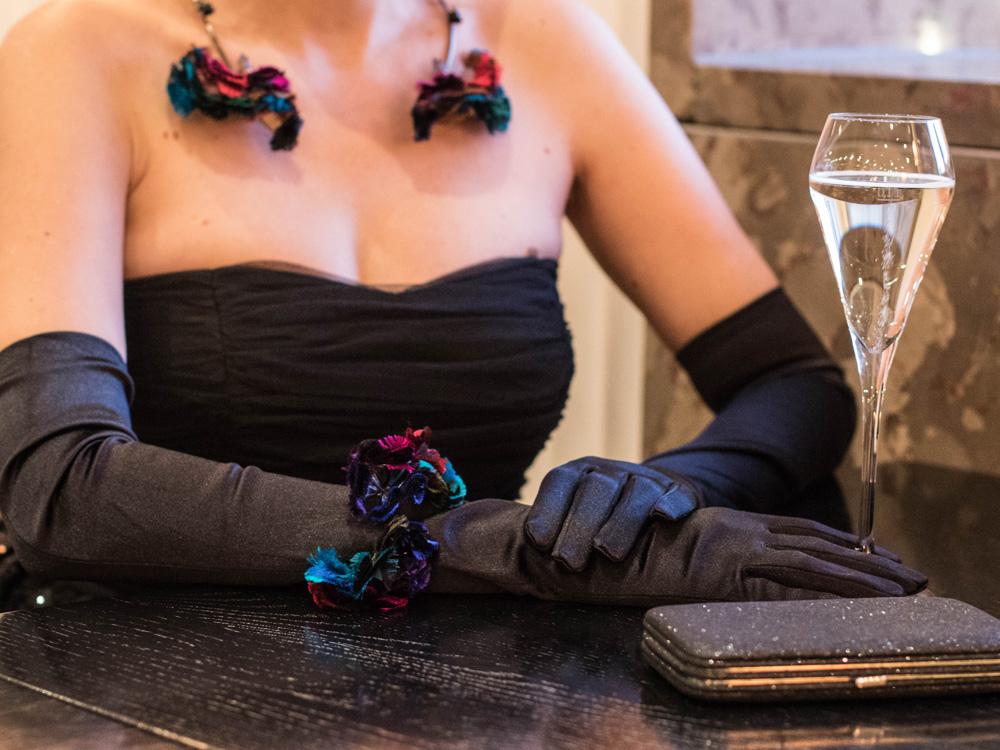 colourclub-fashionblog-outfit-ballkleid-neckholder-dress-ballgiude-ornaments-lor7