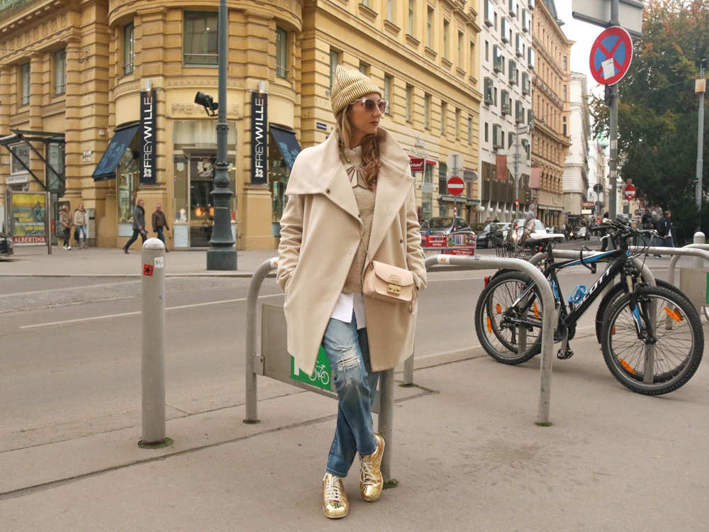 colourclub-outfit-adidas-superstars-sneakers-furla-bag-gold-beanie-vienna-jeans-fendi-sunglasses