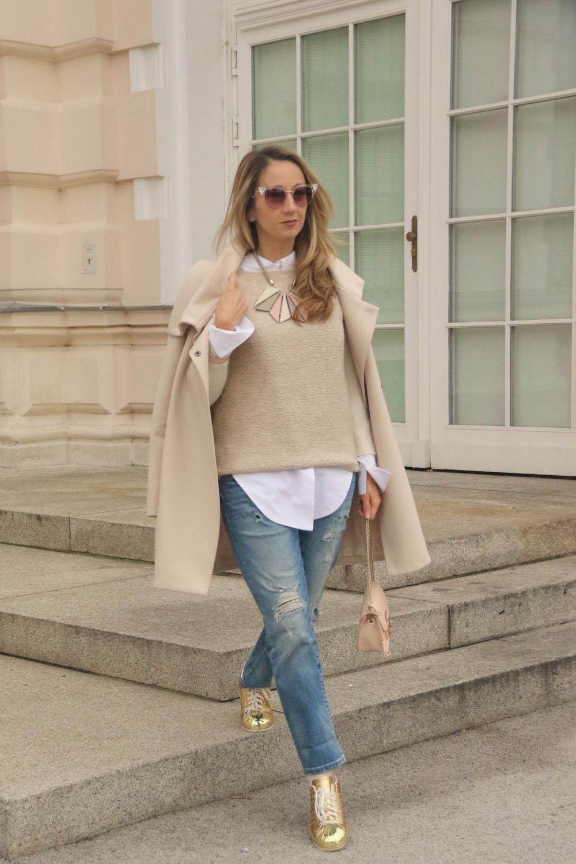 colourclub-outfit-adidas-superstars-sneakers-furla-bag-gold-beanie-vienna-jeans-fendi-sunglasses4