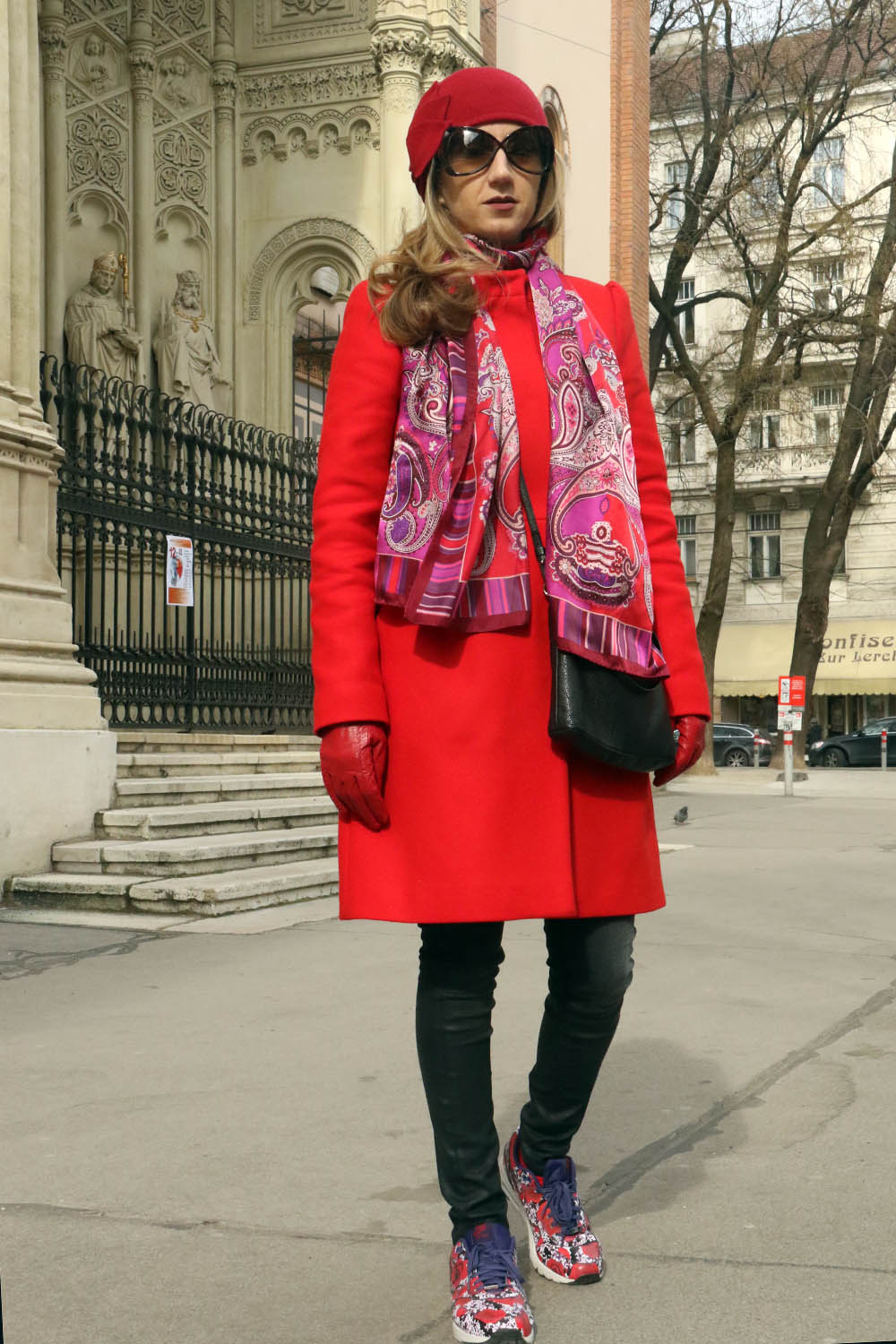 colourclub-outfit-red-coat-nike-flowers-london-sneakers