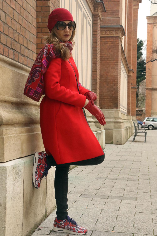 colourclub-red-coat-look-nike-flowers-sneakers