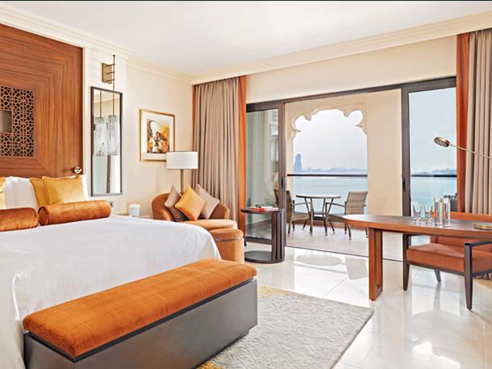 colourclub-fairmont-the-palm-dubai-hotel-review-room