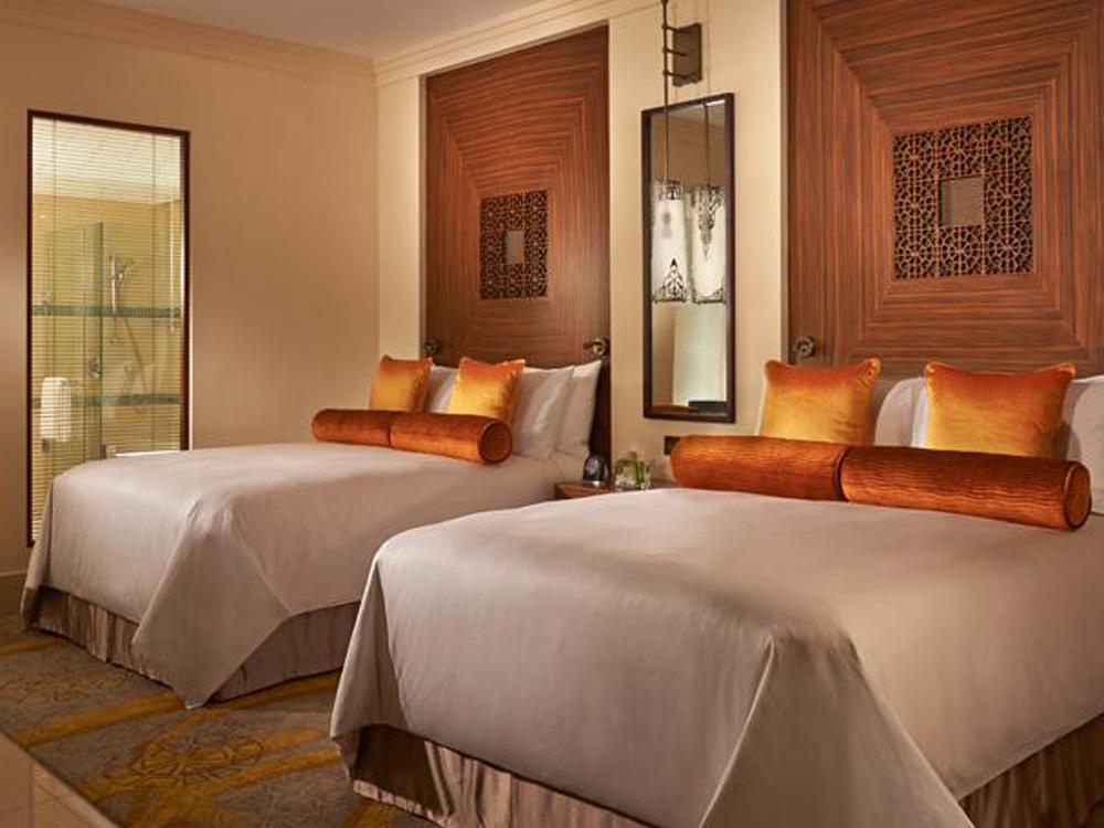 colourclub-fairmont-the-palm-dubai-hotel-review-zimmer