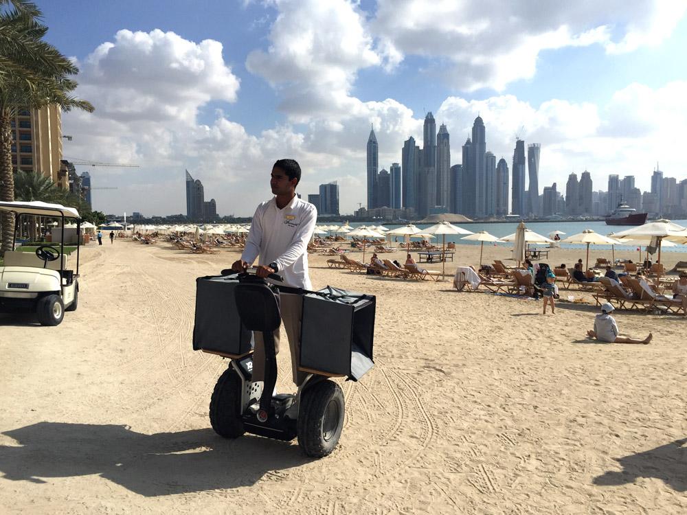 colourclub-fairmont-the-the-palm-dubai-hotel-review-beach-jumeirah