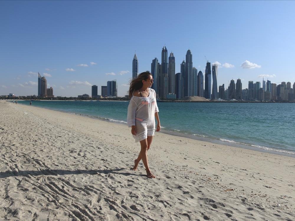 colourclub-fairmont-the-the-palm-dubai-hotel-review-beach