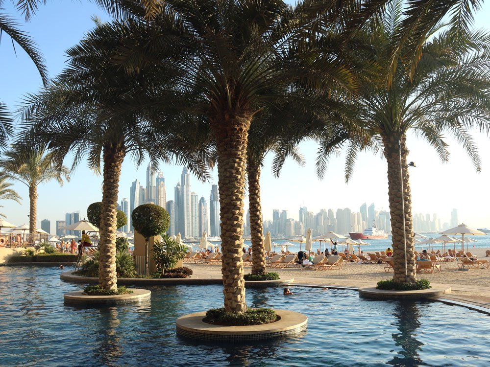 colourclub-fairmont-the-the-palm-dubai-hotel-review-private-beach-pool-kids