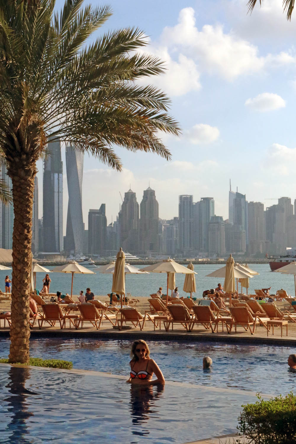 colourclub-fairmont-the-the-palm-dubai-hotel-review-private-beach-pool-side