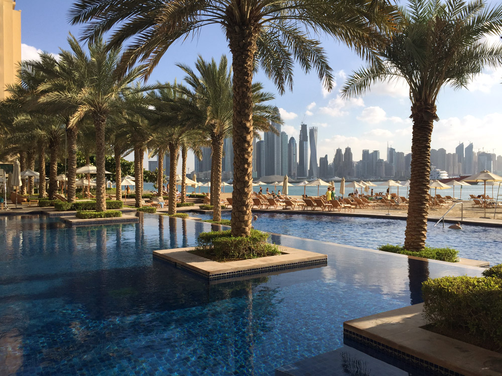 colourclub-fairmont-the-the-palm-dubai-hotel-review-private-beach-swimmingpool