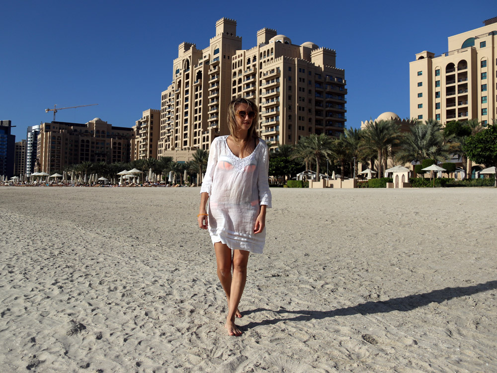 colourclub-fairmont-the-the-palm-dubai-hotel-review-private-beach
