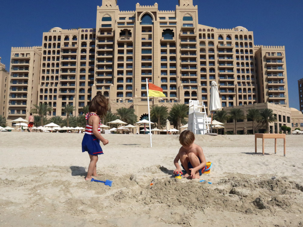 colourclub-fairmont-the-the-palm-dubai-hotel-review-private-beach4