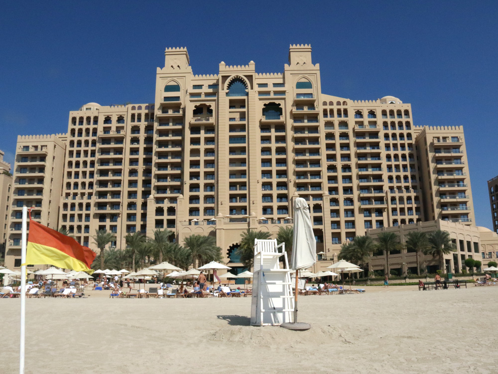 colourclub-fairmont-the-the-palm-dubai-hotel-review-private-beach5