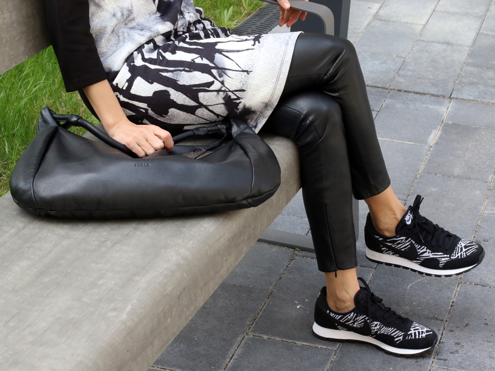 colourclub-fashionblog-outfit-black-and-white-furla-bag-nike-shoes