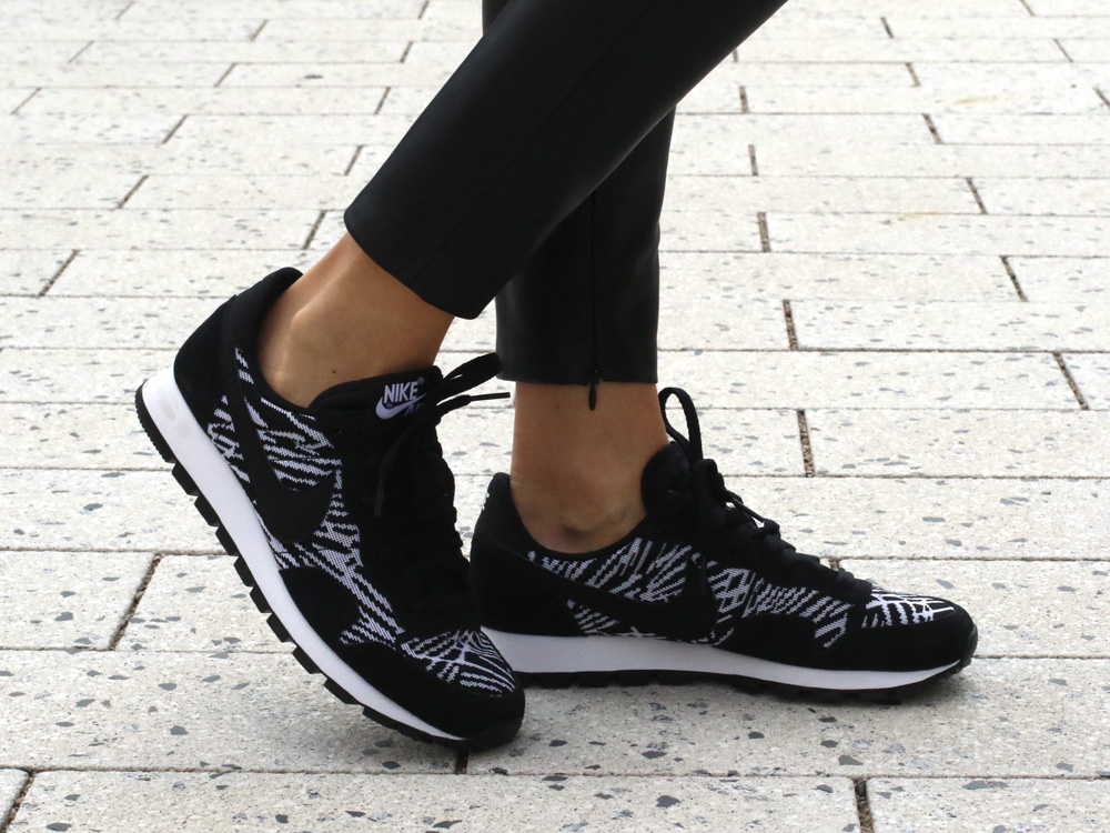 colourclub-fashionblog-outfit-black-and-white-nike-shoes