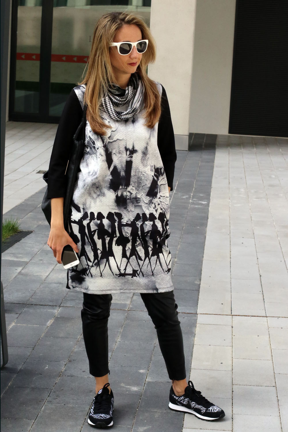 Borislava ColourClub-Fashionblog outfit dress over pants black and white Nike shoes Furla bag