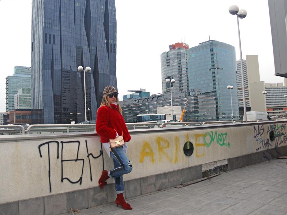 colourclub-fashionblog-outfit-fake-fur-coat-juan-carlos-gordillo-jeans-furla-bag1