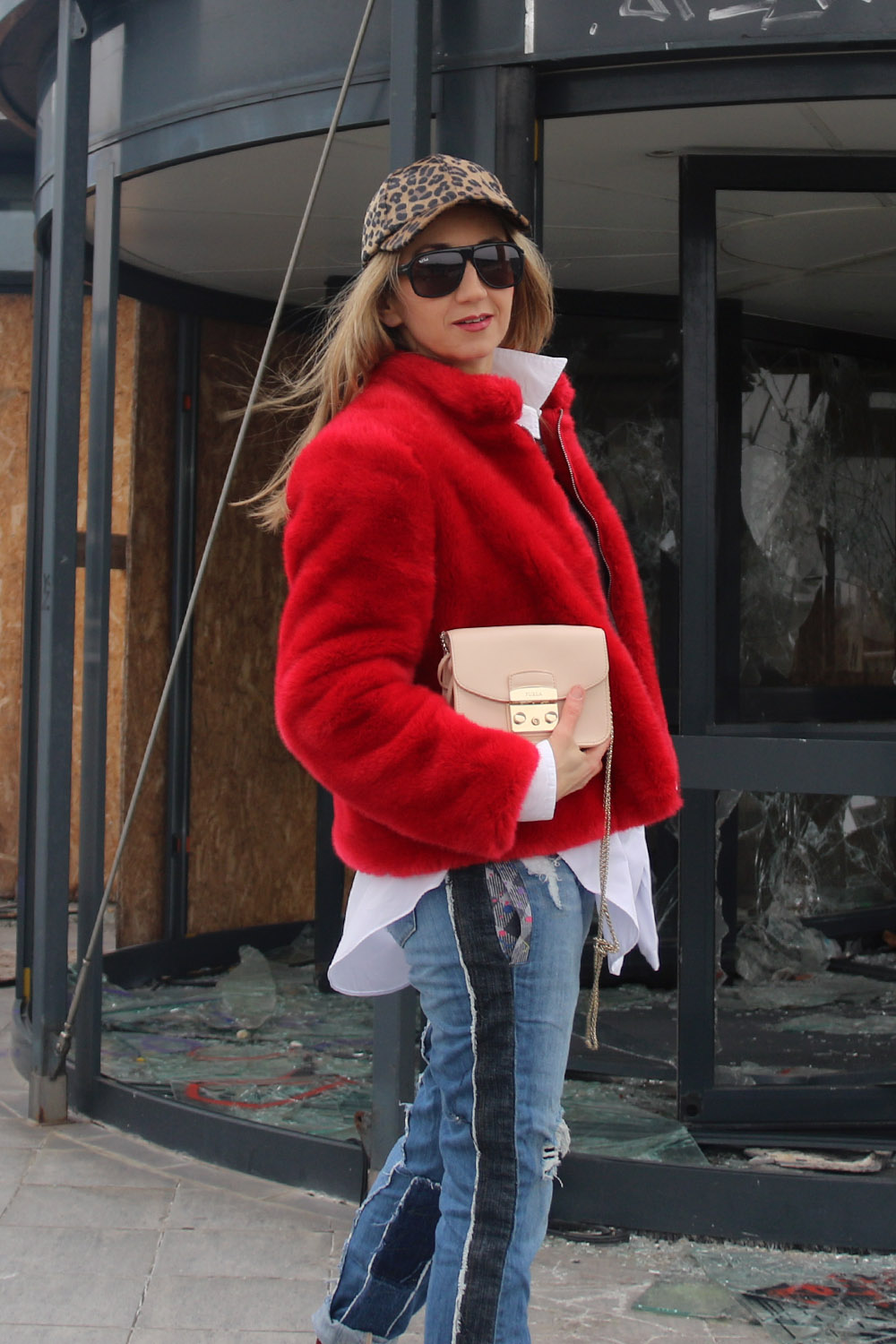 colourclub-fashionblog-outfit-fake-fur-coat-juan-carlos-gordillo-jeans-furla-bag4